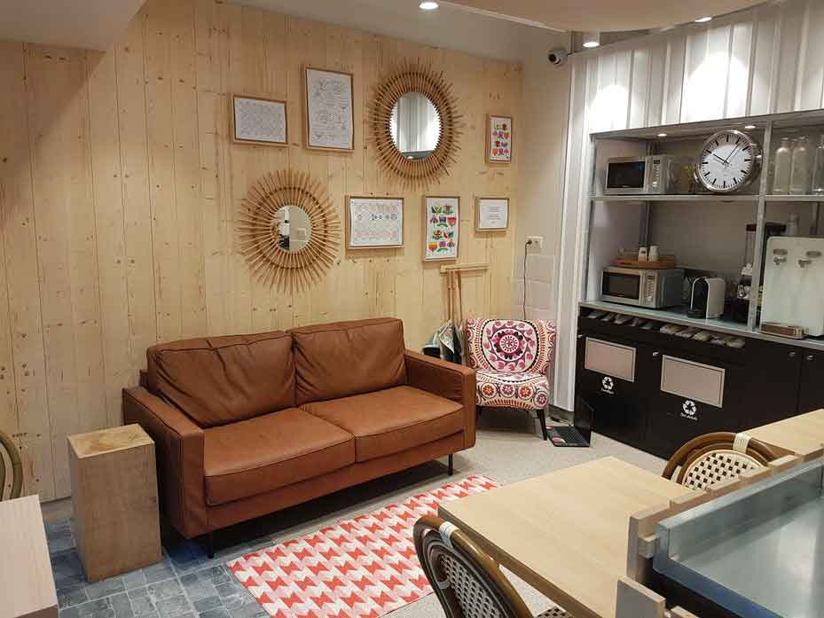 L'espace lieu de vie détente original de Franprix Noé pour un nouvel agencement du magasin alimentaire